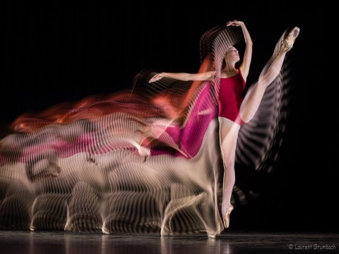 Image de danse en Motion Sculpture. Description et décomposition du mouvement du corps. Photo Laurent Grumbach. Dance picture with Motion Sculpture. Movement and action description and decomposition. Photography Laurent Grumbach