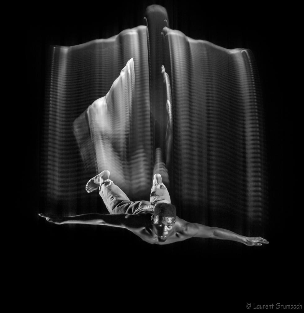 Motion Sculpture en noir et blanc