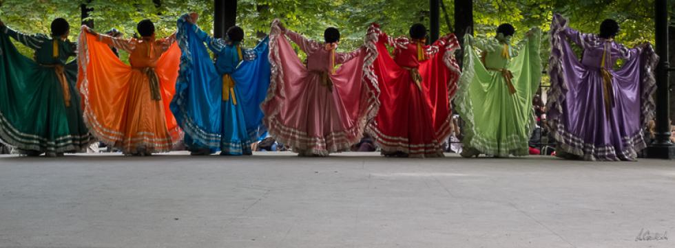 Danse folklorique du Mexique au jardin du Luxembourg